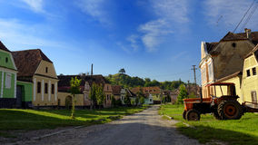 Σπίτια στην πάροδο στη φοράδα Copsa, Τρανσυλβανία, Ρουμανία Στοκ εικόνες με δικαίωμα ελεύθερης χρήσης