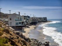 Σπίτια στο Pacific Coast σε Καλιφόρνια Στοκ εικόνα με δικαίωμα ελεύθερης χρήσης