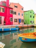 Σπίτια χρώματος στο νησί Burano, Βενετία, Ιταλία Στοκ φωτογραφία με δικαίωμα ελεύθερης χρήσης