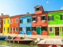 Σπίτια χρώματος στο νησί Burano, Βενετία, Ιταλία Στοκ Φωτογραφίες