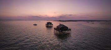 Σπίτια ψαράδων σε Bassin Αρκασόν, Cabanes Tchanquees, εναέρια άποψη, Γαλλία στοκ φωτογραφία με δικαίωμα ελεύθερης χρήσης