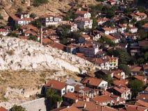 Σπίτια Beypazari και ενδιαφέροντες βράχοι Στοκ εικόνα με δικαίωμα ελεύθερης χρήσης