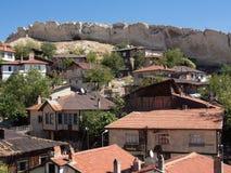 Σπίτια Beypazari και ενδιαφέροντες βράχοι Στοκ εικόνες με δικαίωμα ελεύθερης χρήσης