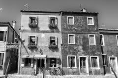 Σπίτια Burano Βενετία σε γραπτό Στοκ Φωτογραφίες