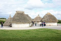 Σπίτια Thatched του νεολιθικού μνημείου Stonehenge φυλών χτισμένου cWho Στοκ φωτογραφίες με δικαίωμα ελεύθερης χρήσης