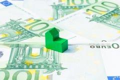 Σπίτι έννοιας, λογαριασμός, εισόδημα, ευρώ μισθών στοκ εικόνα με δικαίωμα ελεύθερης χρήσης