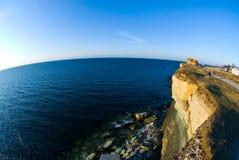 σπίτι ακρών απότομων βράχων Στοκ εικόνες με δικαίωμα ελεύθερης χρήσης