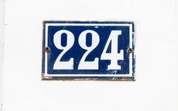 Σπίτι αριθμός 224 λευκό στο μπλε Στοκ εικόνα με δικαίωμα ελεύθερης χρήσης