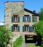 σπίτι, αρχιτεκτονική, κτήριο, σπίτι, παλαιό, παράθυρο, τούβλο, πόλη, παραδοσιακή, στέγη, πρόσοψη, παράθυρα, αστικά, κωμόπολη, Ευρ Στοκ φωτογραφία με δικαίωμα ελεύθερης χρήσης