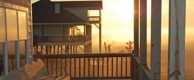 σπίτι αυγής παραλιών στοκ φωτογραφία με δικαίωμα ελεύθερης χρήσης