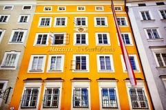 Σπίτι γέννησης του Βόλφγκανγκ Αμαντέους Μότσαρτ στο Σάλτζμπουργκ, Αυστρία INS στοκ φωτογραφία