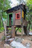 Σπίτι δέντρων φαντασίας για τα παιδιά, παιχνίδι Στοκ Εικόνες
