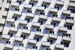 Σπίτι διαμερισμάτων, πολυόροφο κτίριο, μπαλκόνια, πόλη, εξωτερικό, κατοικία, σύγχρονος, αστικός, οικοδόμηση, κατοικημένη, Στοκ Εικόνες
