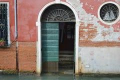 Σπίτι διαμερισμάτων εισόδων στη Βενετία Στοκ Φωτογραφίες