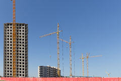 Σπίτι διαμερισμάτων κατοικιών οικοδόμησης νέας κατασκευής Στοκ φωτογραφία με δικαίωμα ελεύθερης χρήσης