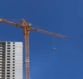 Σπίτι διαμερισμάτων κατοικιών οικοδόμησης νέας κατασκευής Στοκ εικόνες με δικαίωμα ελεύθερης χρήσης