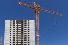 Σπίτι διαμερισμάτων κατοικιών οικοδόμησης νέας κατασκευής Στοκ Φωτογραφία