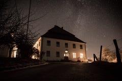 Σπίτι κάτω από τα αστέρια στοκ φωτογραφίες