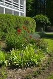 σπίτι κήπων λουλουδιών Στοκ φωτογραφίες με δικαίωμα ελεύθερης χρήσης