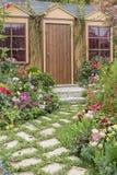 σπίτι κήπων λουλουδιών Στοκ εικόνα με δικαίωμα ελεύθερης χρήσης