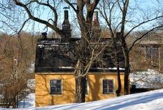 σπίτι κίτρινο Στοκ φωτογραφία με δικαίωμα ελεύθερης χρήσης