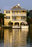 σπίτι κίτρινο Στοκ εικόνα με δικαίωμα ελεύθερης χρήσης