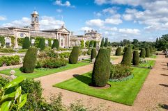 Σπίτι και κήποι Bowood στο Wiltshire στοκ εικόνα