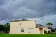 Σπίτι και καταιγίδα στοκ εικόνες με δικαίωμα ελεύθερης χρήσης
