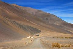 Σπίτι και τοπίο της διαδρομής 6000, έρημος Atacama, Χιλή Στοκ Εικόνες
