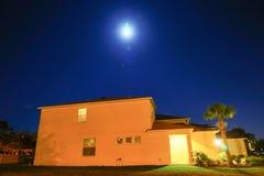 Σπίτι και φεγγάρι Στοκ Εικόνες