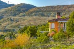 Σπίτι Καλιφόρνιας στα ίχνη του Σαν Κλεμέντε Στοκ Φωτογραφία