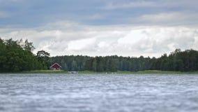 σπίτι κοντά στο ύδωρ απόθεμα βίντεο