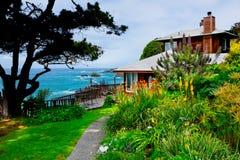 Σπίτι με μια άποψη στοκ φωτογραφία με δικαίωμα ελεύθερης χρήσης