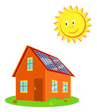 Σπίτι με τα ηλιακά πλαίσια και το διάνυσμα κινούμενων σχεδίων ήλιων Στοκ φωτογραφία με δικαίωμα ελεύθερης χρήσης