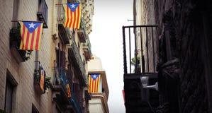 Σπίτι με τις σημαίες της Καταλωνίας - της Βαρκελώνης, Ισπανία Στοκ εικόνες με δικαίωμα ελεύθερης χρήσης