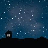 Σπίτι με το νυχτερινό ουρανό Στοκ Φωτογραφίες