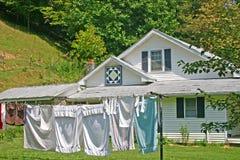Σπίτι με το τετράγωνο παπλωμάτων στοκ εικόνες με δικαίωμα ελεύθερης χρήσης