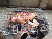 Σπίτι μπριζόλας χοιρινού κρέατος που γίνεται Στοκ Εικόνες