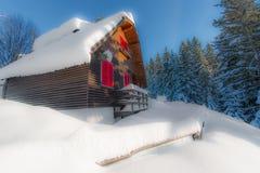 Σπίτι μόνο στο χιόνι Στοκ φωτογραφίες με δικαίωμα ελεύθερης χρήσης