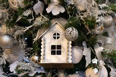 Σπίτι νεράιδων στο χριστουγεννιάτικο δέντρο Στοκ Εικόνα