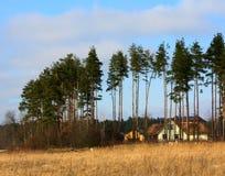 σπίτι πεδίων Στοκ φωτογραφία με δικαίωμα ελεύθερης χρήσης