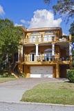 σπίτι πολλαπλής στάθμης Στοκ Φωτογραφία