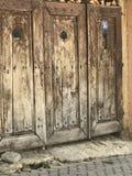 σπίτι πορτών παλαιό Στοκ εικόνα με δικαίωμα ελεύθερης χρήσης