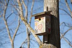 Σπίτι πουλιών στα χρώματα Στοκ Φωτογραφίες
