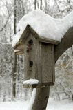 σπίτι πουλιών χιονώδες Στοκ φωτογραφίες με δικαίωμα ελεύθερης χρήσης