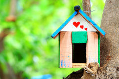 σπίτι πουλιών Στοκ εικόνα με δικαίωμα ελεύθερης χρήσης