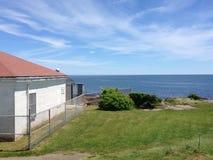 Σπίτι που αγνοεί τον ωκεανό στοκ εικόνες με δικαίωμα ελεύθερης χρήσης