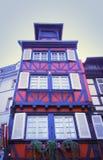 σπίτι που εφοδιάζεται με ξύλα μισό Στοκ Φωτογραφίες