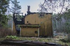 Σπίτι που καίγεται στο έδαφος Στοκ Φωτογραφίες