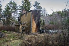 Σπίτι που καίγεται στο έδαφος Στοκ φωτογραφία με δικαίωμα ελεύθερης χρήσης